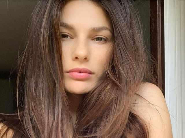 Dayane Mello primo piano capelli